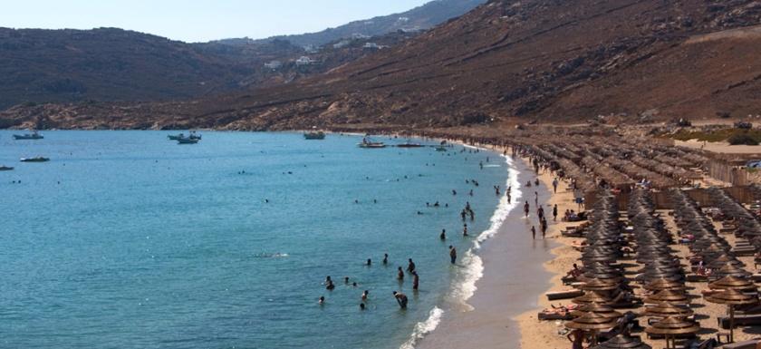 Το μεγάλο ενδιαφέρον για φέτος έπεσε στην παραλία της Ελιάς όπου για τα 2 δημοπρατούμενα τμήματα από 21.000 ευρώ ο ανταγωνισμός ανέβασε το αντίτιμο στις 141.000 και 142.000 ευρώ αντίστοιχα που κατοχυρώθηκαν στον ίδιο πλειοδότη. Πέρυσι η αντίστοιχη τιμή ήταν περίπου 80.000 ευρώ για το καθένα.