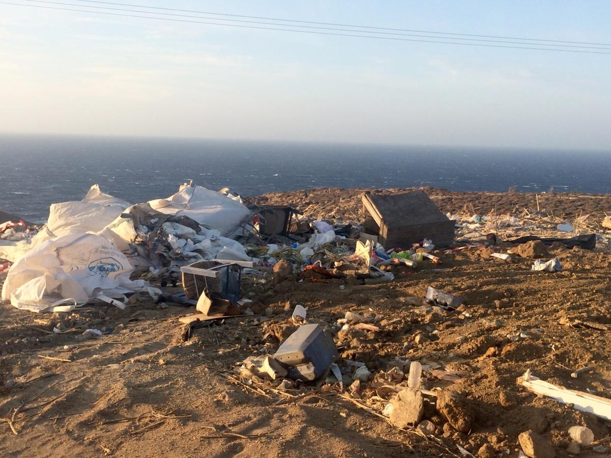 Ανεξέλεγκτη απόθεση αδρανών και μεγάλου όγκου σκουπιδιών στην περιοχή Μεταλλεία(+Video)